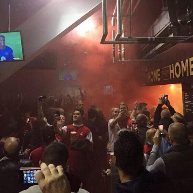 Arsenal fans getting to grips with flares, badly via @away_days